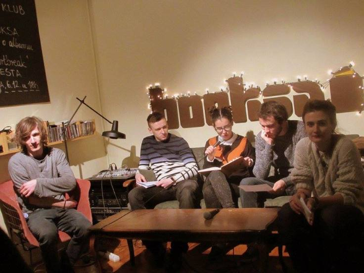 4.12.2015. čitanje u Booksi (slijeva nadesno: Ante, Antonio, Lara, Josip, Marija)